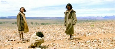 the struggles of molly daisy and gracie to get back home in the film rabbit proof fence